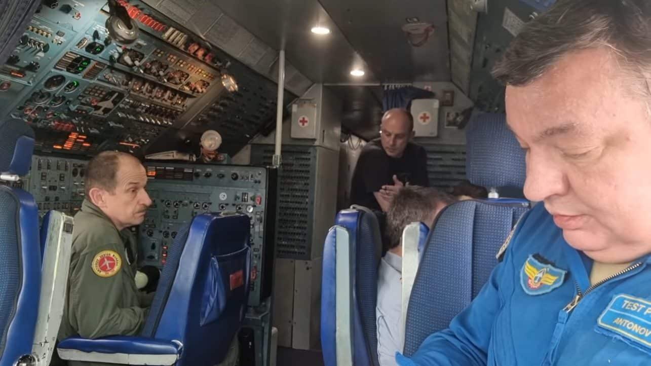 Antonov An-124 Cockpit