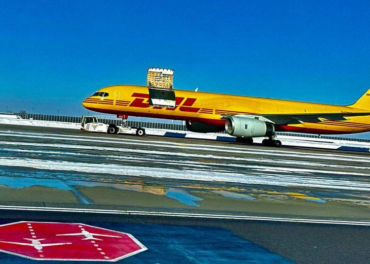 Boeing 757 DHL Avião
