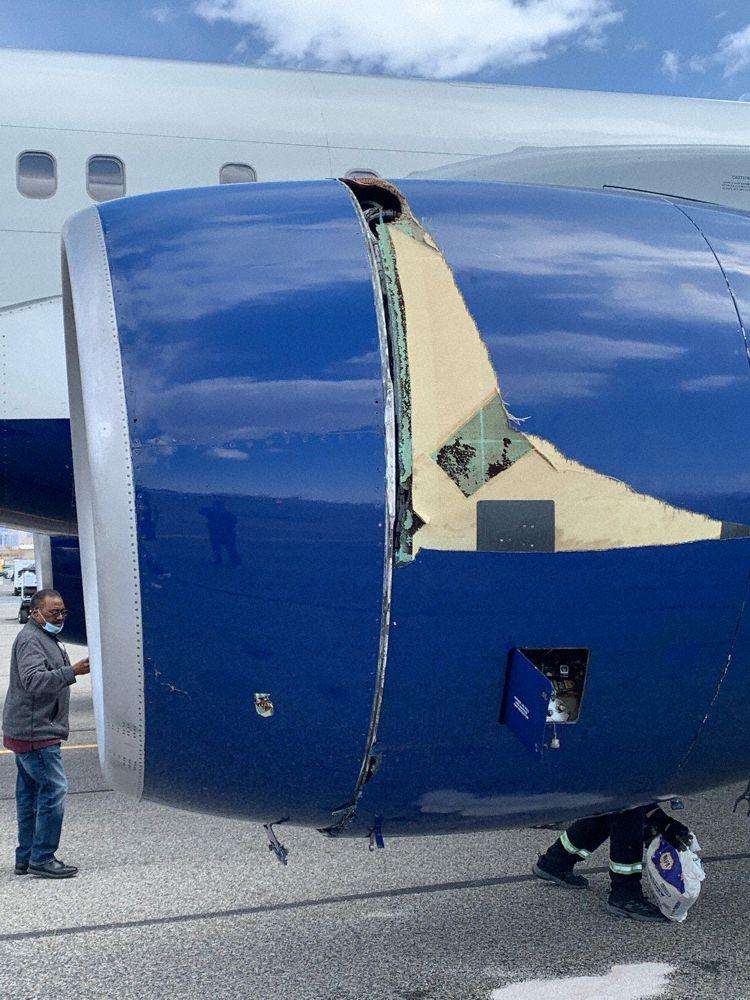 Boeing 757 Delta bird strike Utah Jazz