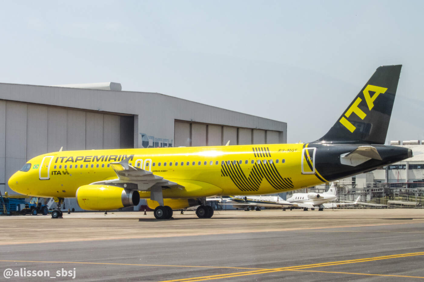 Itapemirim Airbus A320 PS-MGF
